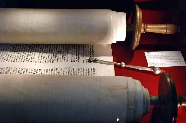 Torah-scroll-yad-pointer