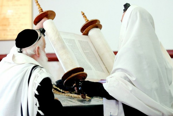 Lifting-Torah-Hagbah