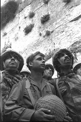 In this iconic Six Day War photo, shot just after taking Jerusalem back, three battle-weary paratroopers, Zion Karasenti, Yitzak Yifat, Haim Oshri, seem stunned by the beauty of the walls of Jerusalem.