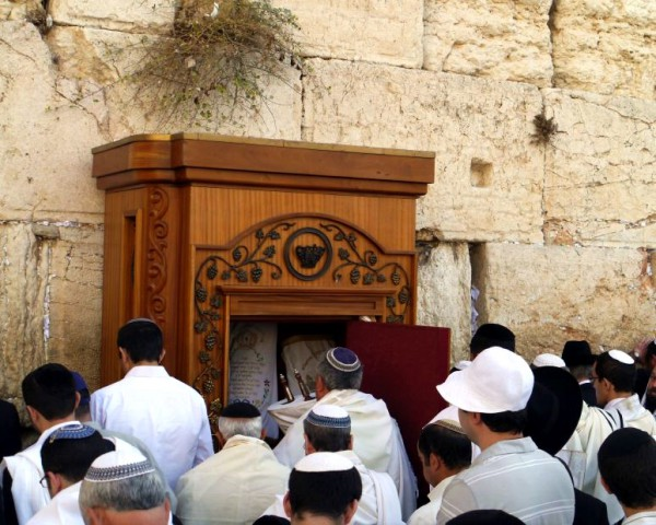 ark-Kotel-mens-section-Jerusalem-Torah-scrolls