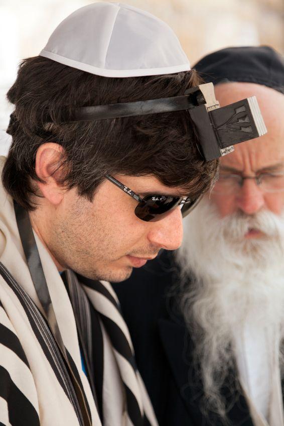 rabbi-tourist-phylacteries