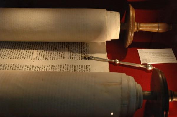 Unrolled-Torah-yad-pointer