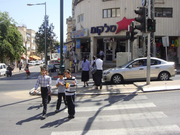 Street-Jerusalem-people