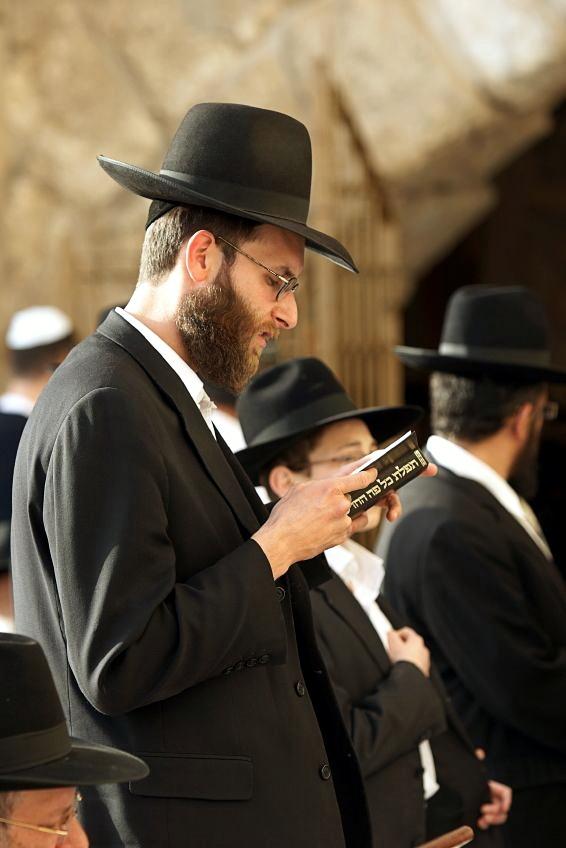 Orthodox-siddur-prayer-Kotel