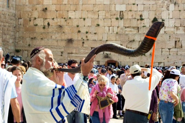 Shofar-Western-Wall-Kotel-Passover-Pesach