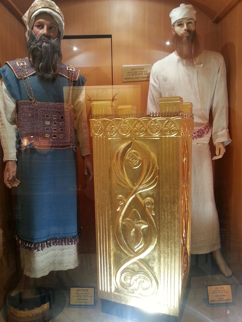 The High Priest (left) and other priests (right) wore special garments as an outward reminder that they were set apart for God. (photo: Temple Institute)