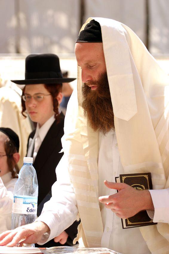 praying-Orthodox-Kotel