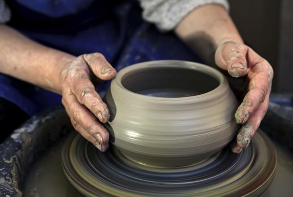 clay-potter-wheel