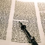 Leviticus-Torah-scroll