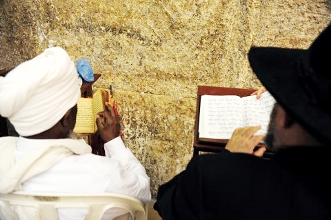 multi-cultural-Western-Wall-prayer
