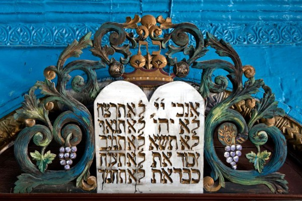 ark-commandments-ornate-Torah