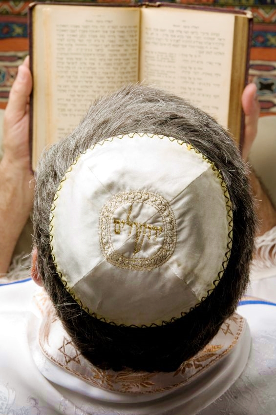 kippah-tallit-prayer-book