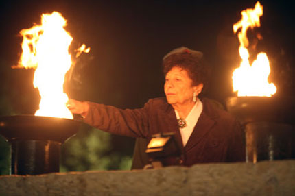Yad vashem-Torch-Holocaust-survivor