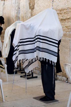 Did Yeshua (Jesus) Wear Tzitzit, the Traditional Jewish