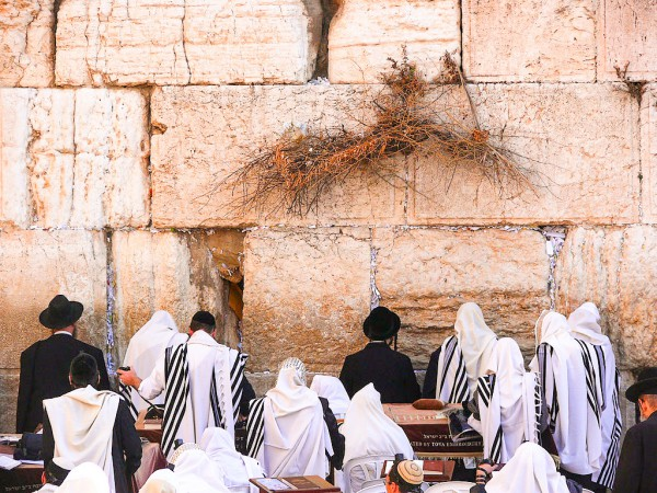 Jews-pray-Western Wall