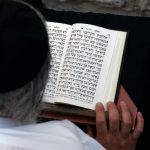 Man-Praying-Siddur-Tehillim-Psalms