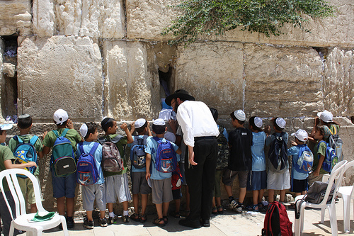 Israeli children-praying-Kotel-Western (Wailing) Wall
