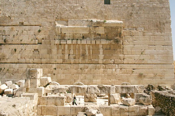 remains-Robinsons-Arch-western-side-Temple-Mount
