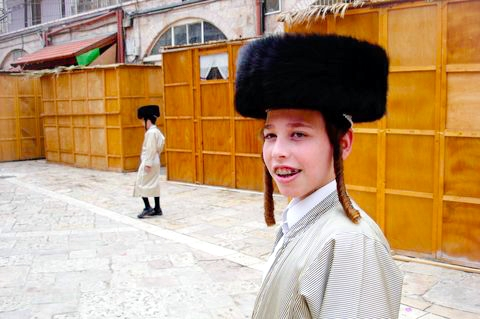 Chasidic-Boy-Mea-Shearim-Sukkot