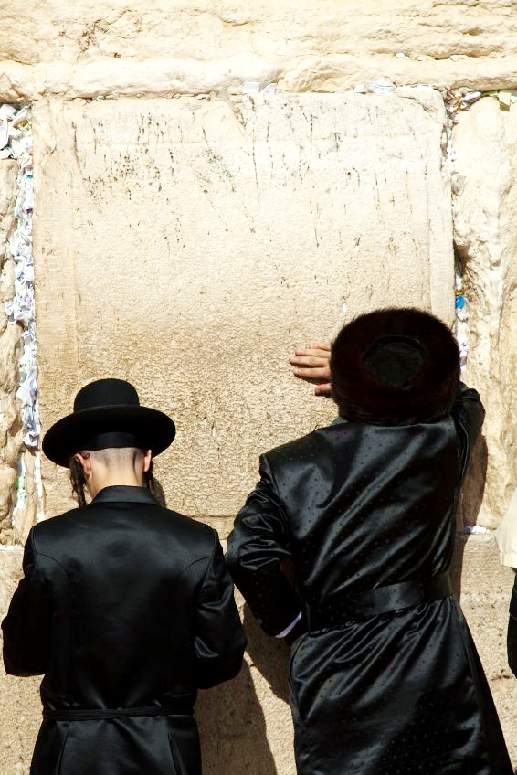 two-men-Western-Wall-Jewish-prayer