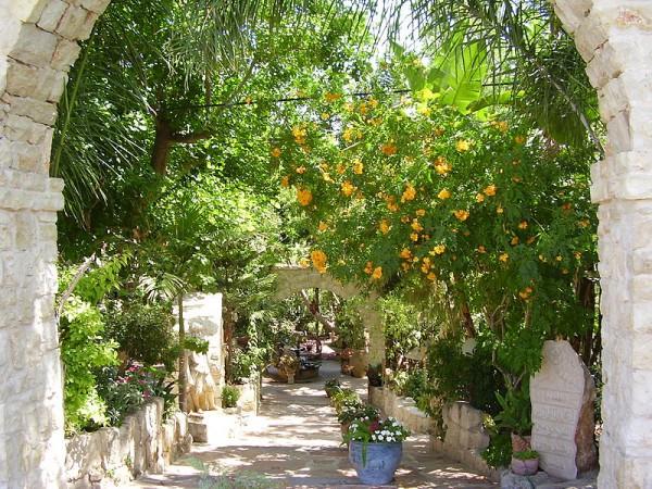 PikiWiki-Israel-5035-entrance-to-el-mona-garden