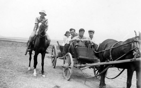 Kibbutz-pioneers-cart