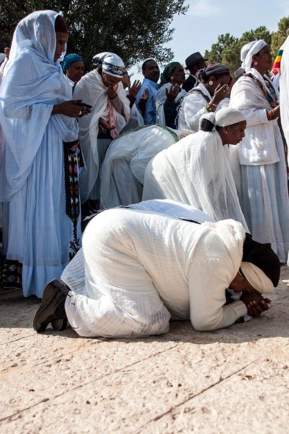 Ethiopian women-prayer-Jerusalem