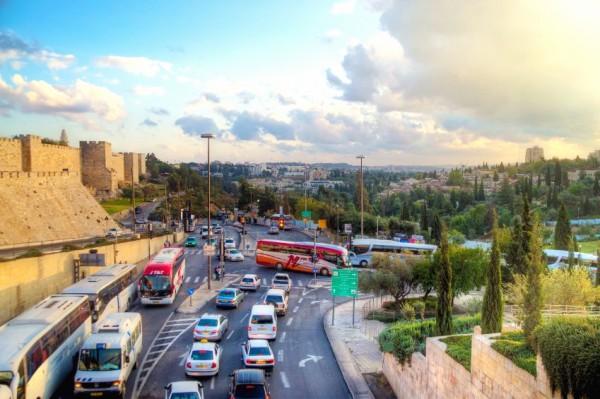Jerusalem-traffic-walls