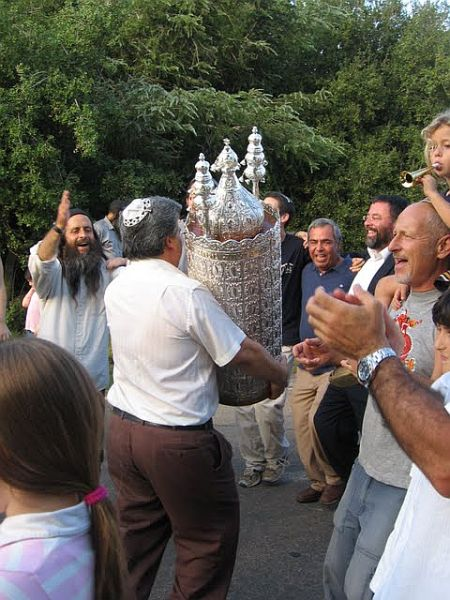 Torah-Simchat-Dancing-Singing