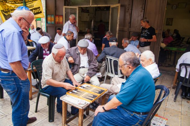 Israeli seniors-game of backgammon