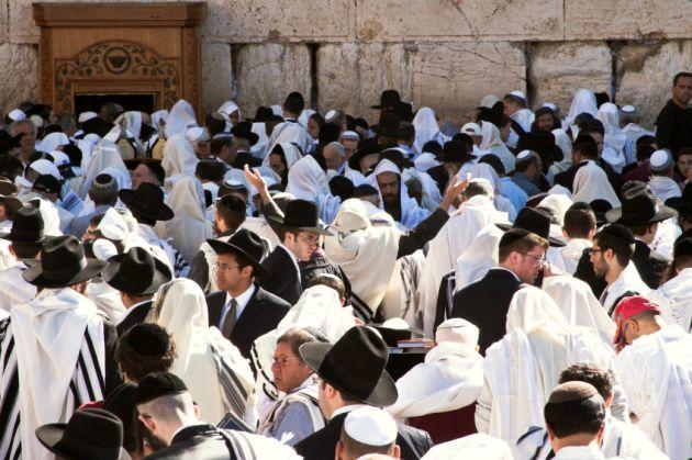 Passover-Kotel-Men's Section-praise