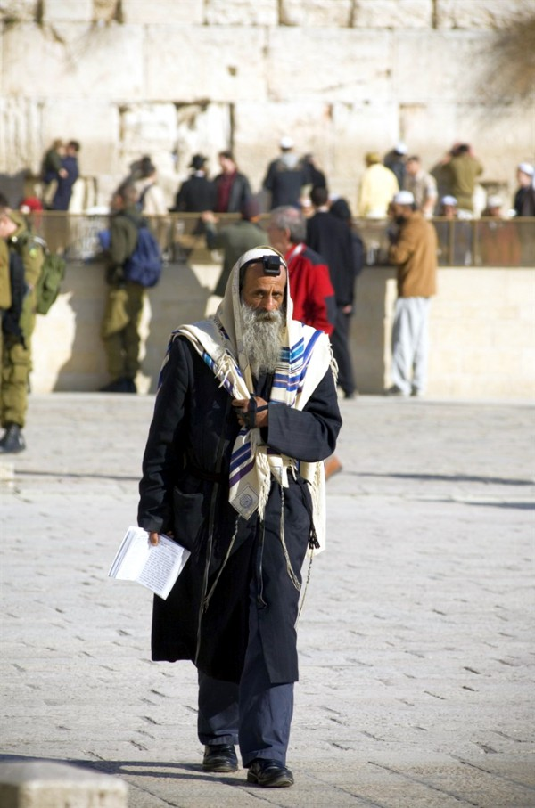 Jewish man-tallit-shawl-tefillin-morningprayer