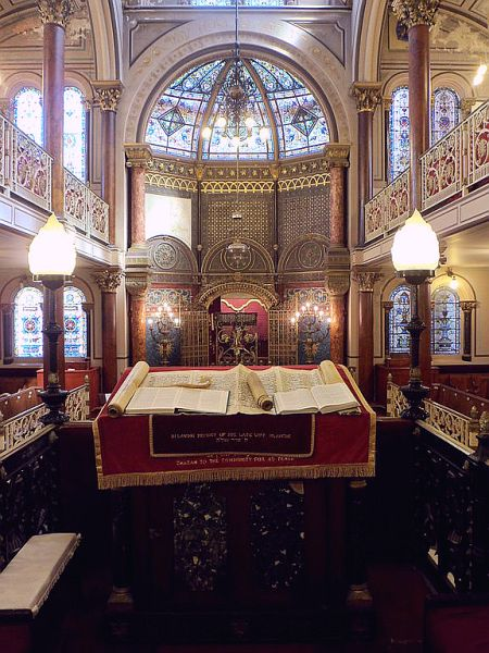 view-Middle Street Synagogue-Torah scroll-Brighton-England