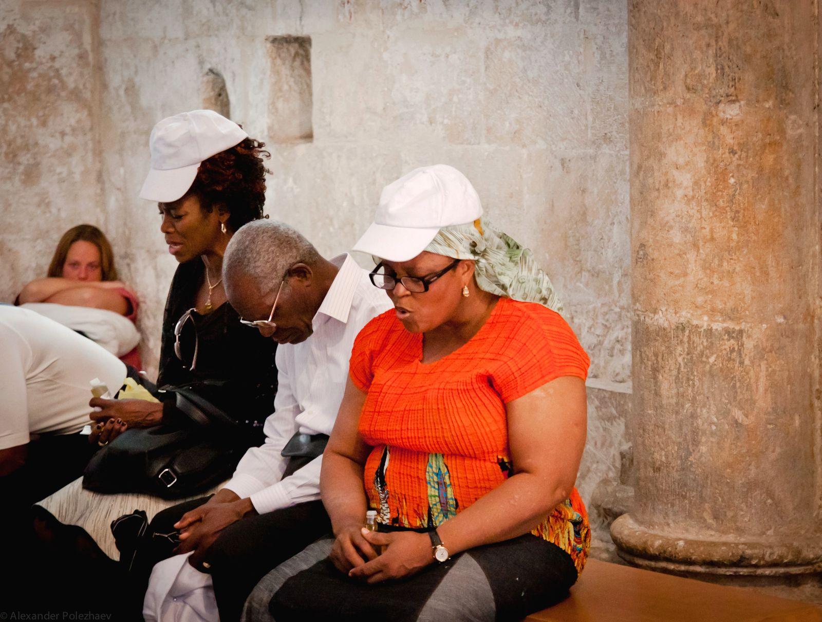 People-praying-Cenacle-Jerusalem