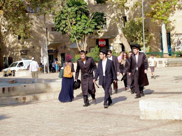 Jerusalem-street-ultra-Orthodox