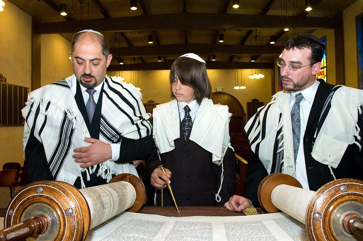 Michael-Bar-Mitzvah-Torah-reading
