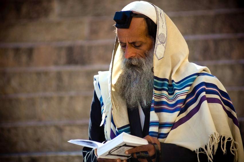 Orthodox-Jewish-man-prayer-tallit-tefillin
