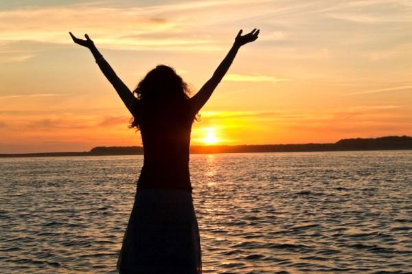 praising-sunset-water