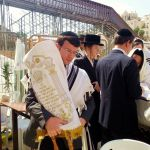 Carrying the Torah scroll on Sukkot