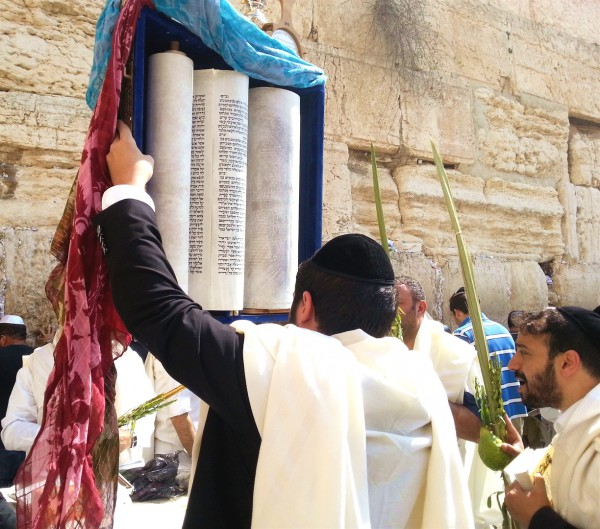 Lifting the Torah for all to see