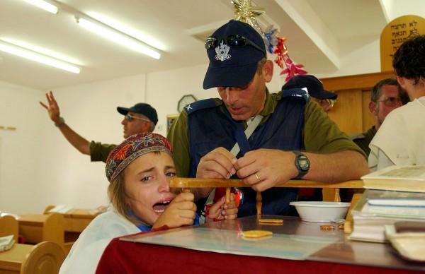 Israeli child-Gush Katif-synagogue settlement-dismantled 2005-Israel's Disengagement plan