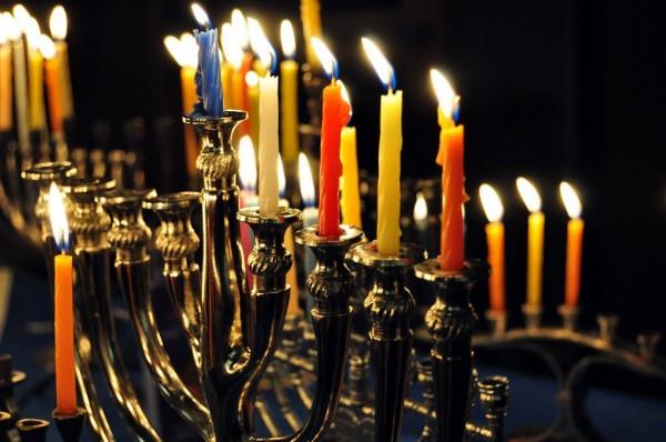 Hanukkah-candles-hanukkiah