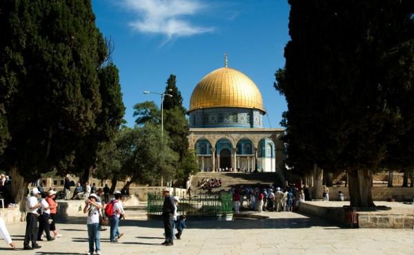 Temple-Mount-tourists-pilgrims