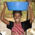 Swahili-girl-rain-Chole Mjini Island-Tanzania