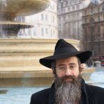 london-trafalgar square- orthodox jewish man