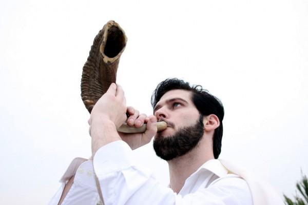 Blowing the Shofar