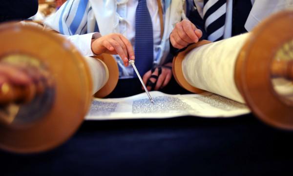 Reading the Torah scroll