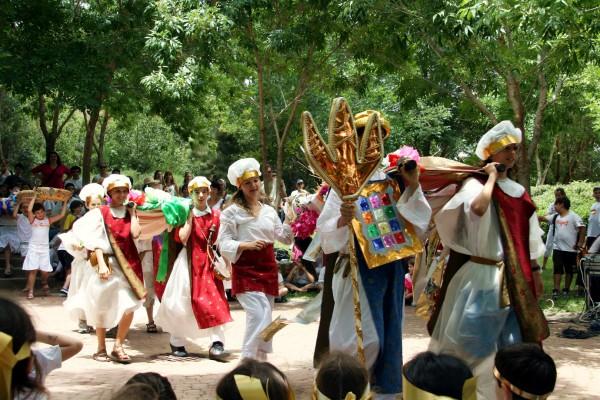 Shavuot, school children, priests