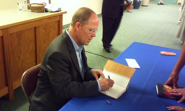 Hank Hanegraaff at a book signing (Photo: Wikicommons)