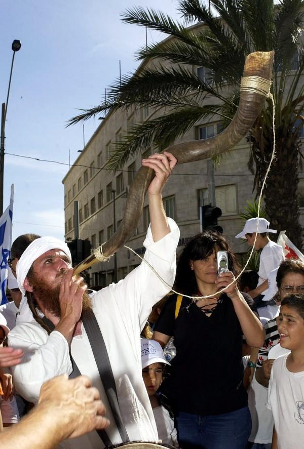 Shavuot shofar-parade in Jerusalem